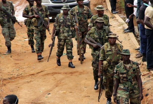 Des soldats nigérians en patrouille à Lagos, en juin 2012 EMMANUEL AREWA AFP.COM