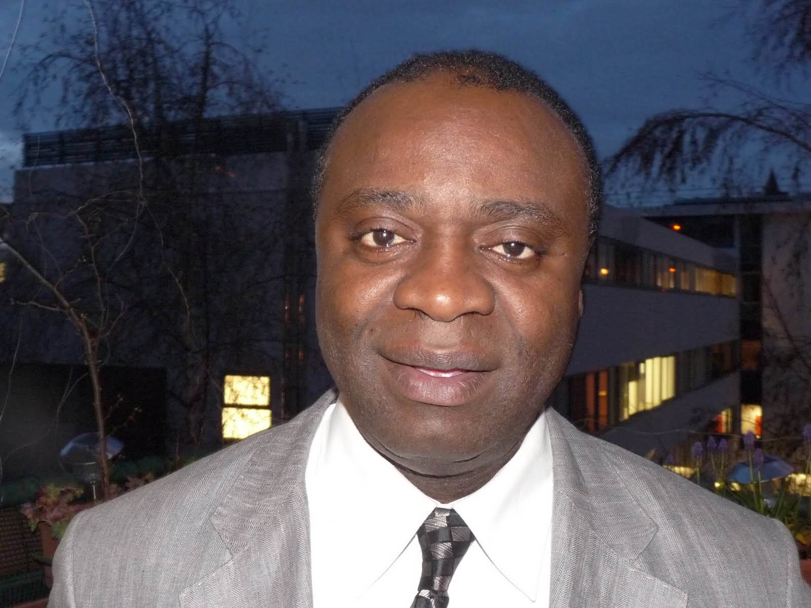Cinq questions à Gaspard-Hubert Lonsi Koko