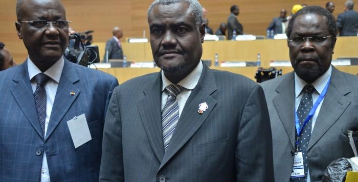 Au milieu, M. Moussa Faki Mahamat, ministre des Affaires Etrangères du Tchad.