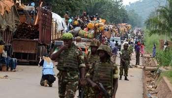 Des soldats de la Misca escortant le convoi, le 27 avril. © AFP