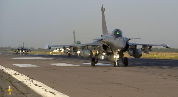 Des avions de chasse de l'armée française, des chasseurs Rafale  (© AFP PHOTO / ECPAD / NICOLAS-NELSON RICHARD)
