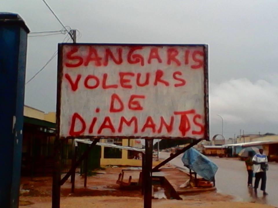 Une pancarte hostile à la force française Sangaris à Bangui.