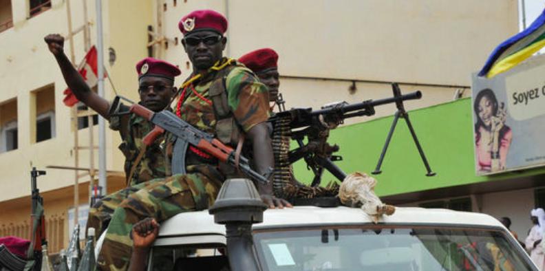 Des soldats de la Séléka, à Bangui, le 30 mars. | AFP/SIA KAMBOU