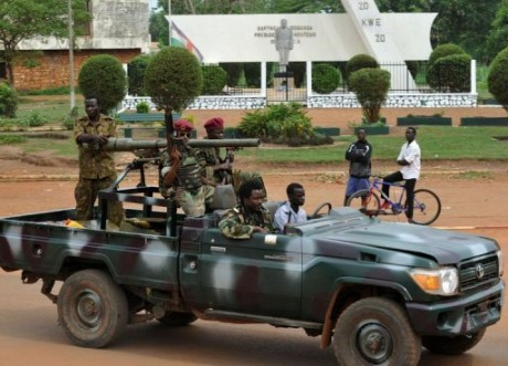 Des combattants de la Séléka sur un pick-up à Bangui. Photo non datée. Crédits photo : Sources