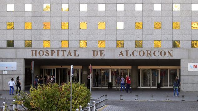 L'infirmière a été admise dans cet hôpital de Madrid lundi © Maxppp