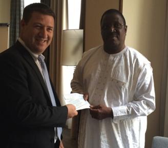 SkyVision fait un don à la Commission nationale contre le virus Ebola en Guinée à travers la contribution des opérateurs économiques