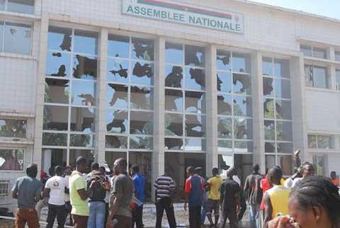 Burkina Faso: Le gouvernement annule le vote