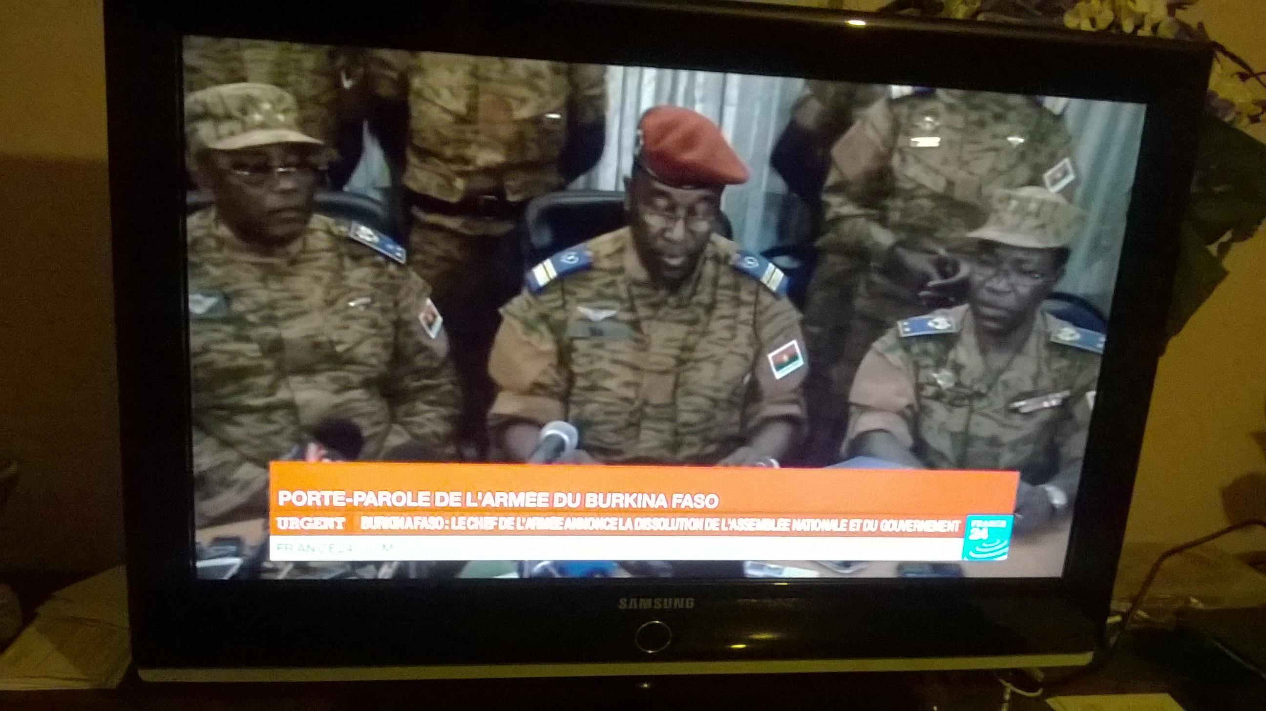 """Burkina Faso: Coup d'état? l""""armée annonce la dissolution de l'assemblée et du gouvernement"""