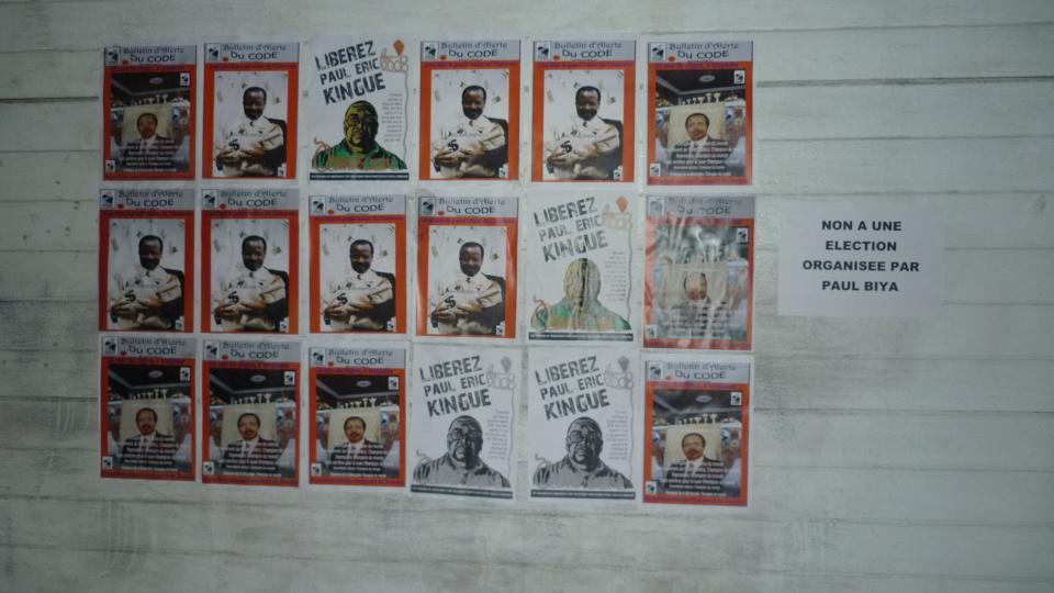 """32 ans au pouvoir au Cameroun, Opération """"FOTOKOL"""" Le CODE décore les murs de l'ambassade du Cameroun en Belgique"""