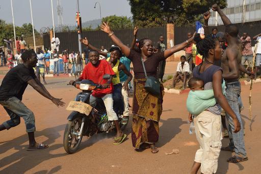 Centrafrique: scènes de fraternisation entre Séléka et anti-balaka à Bangui © AFP