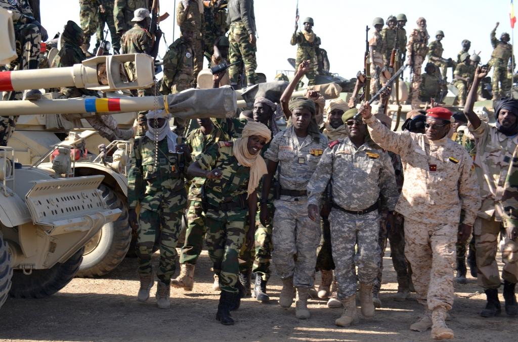 Des généraux tchadiens avec leurs troupes. Crédit photo : Sources