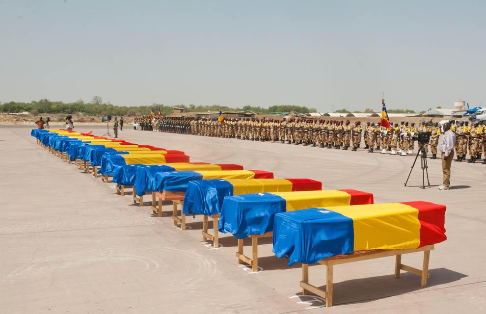Une cérémonie d'hommage aux soldats tchadiens morts au Mali. Crédit photo : EMA France/Armée de l'Air