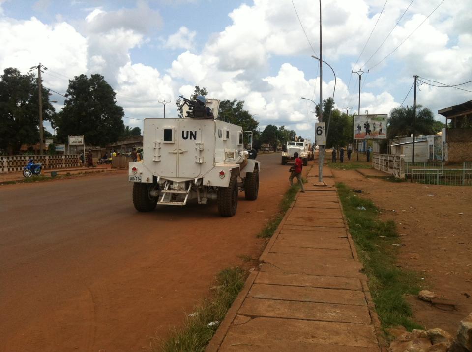Un véhicule blindé de la force internationale sous l'égide de l'ONU. Crédit photo : Diaspora Media