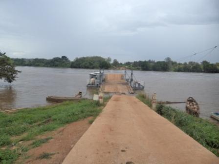 Le bac sur le fleuve Sanaga  (Nationale n°15) ne fonctionne plus depuis belle lurette.