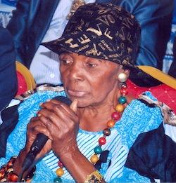 la chanteuse camerounaise Anne-Marie Nzié, âgée de 84 ans