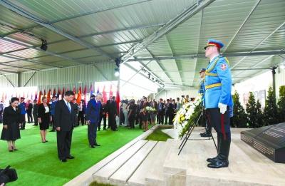 Xi rend hommage aux victimes du bombardement de l'ancienne ambassade de Chine en Yougoslavie