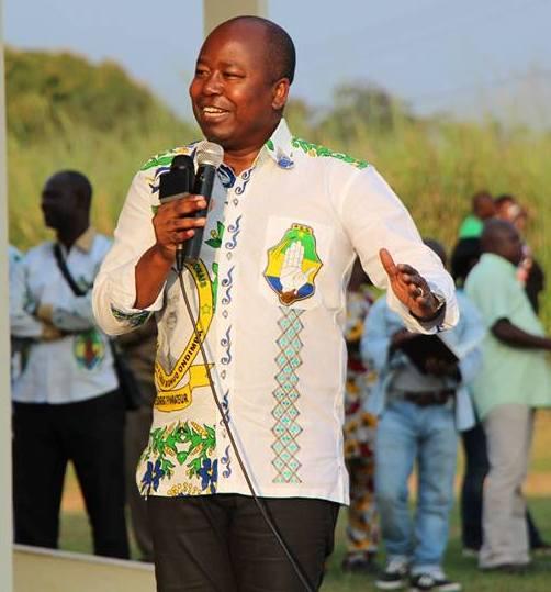 Le porte-parole du gouvernement gabonais sur le terrain.