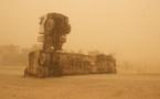 La remorque renversée d'un camion, sur les sables chauds du Tchad, dans la région du Lac.