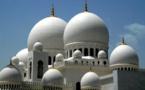 Les fidèles musulmans célèbrent la fête du Ramadan