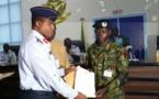 Nigeria : un soldat décoré après avoir trouvé et rendu un sac contenant 24 millions