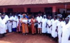 Centrafrique : La Voix des Sans Voix distribue des blouses au personnel d'un centre de santé à Bangui