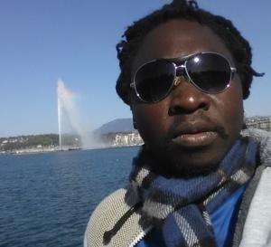 Le styliste-modéliste, Deoutol Narcisse, présente le rapport de 8 mois de séjour en France