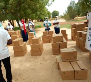 Tchad : à Mongo, des cartons de dattes distribués aux personnes vulnérables et handicapées