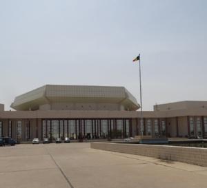 """Tchad : suppression du serment confessionnel, """"les détourneurs ont passé une nuit paisible"""" (député)"""