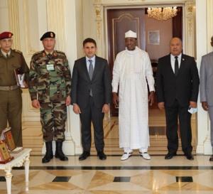 Le ministre libyen de la défense reçu par le Maréchal du Tchad