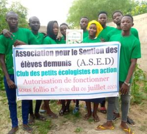 Environnement : le Club des petits écologistes en action balaie le pont à double voie à N'Djamena