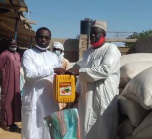 N'Djamena : les conducteurs de taxis reçoivent un appui alimentaire
