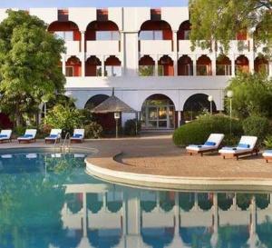 """Tchad : le Premier ministre s'explique sur la réquisition """"définitive"""" de l'hôtel du Chari"""