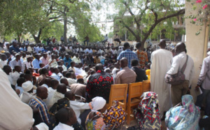 Des travailleurs réunis au cours d'une assemblée générale à la bourse du travail de N'Djamena. Alwihda Info