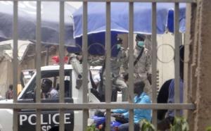 Forces de l'ordre à N'Djamena le 14 avril, stationnées en ville. CRÉDITS : REUTERS