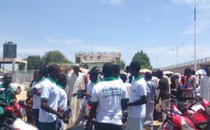 Des jeunes sillonnent les rues de la capitale dans le cadre de la semaine de la citoyenneté. Alwihda Info/M.M.