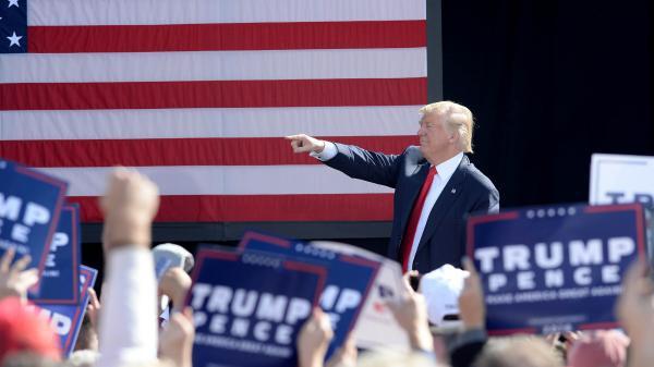 """Présidentielle américaine : Donald Trump dénonce une """"élection truquée"""" par des """"médias corrompus"""""""