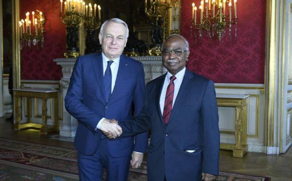 """La France et le Tchad font le point sur leur """"relation bilatérale"""""""