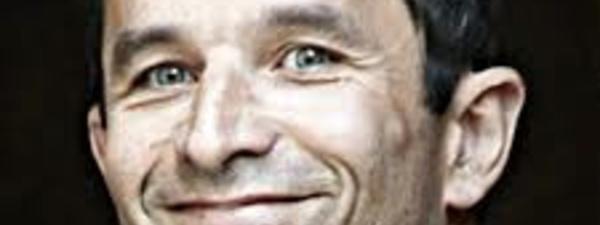 """France: """"Abattre le front national en votant pour Emmanuel Macron"""", a souligné Hamon"""
