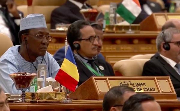 Sommet Riyad : Le Président Déby acceuilli dans la salle par le Roi Salmane