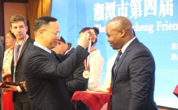 Un centrafricain récompensé pour sa contribution au développement socio-économique de la ville chinoise de Xiangtan