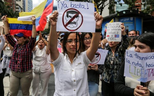 En images : les Vénézuéliens manifestent pour la démocratie