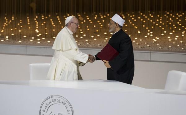 Le pape François et le grand imam d'Al Azhar signent une déclaration historique à Abu Dhabi