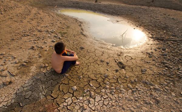 En alimentant la crise climatique, l'industrie fossile bafoue un peu plus encore les droits humains