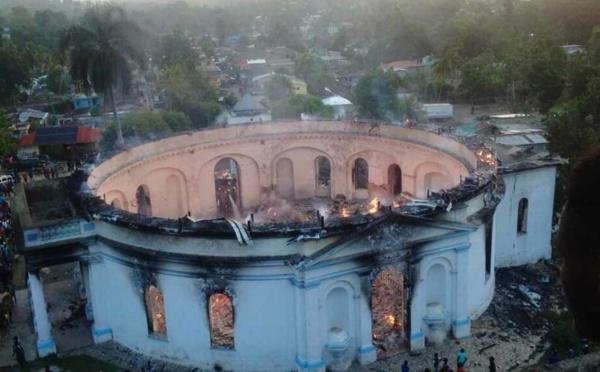 La chapelle royale historique du monument de Milot détruite par un incendie en Haïti