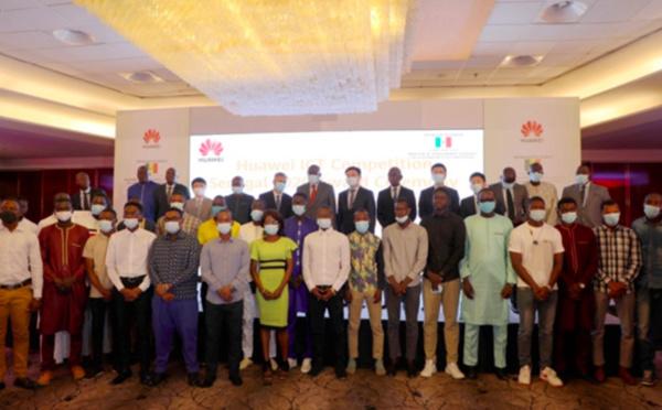 Remise des prix aux grands vainqueurs de Huawei ICT Compétition Sénégal