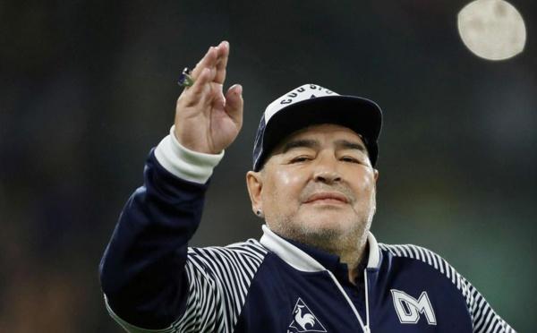 Décès de la star du football Diego Maradona
