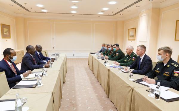 """La Russie """"prête"""" à aider le Tchad à moderniser ses équipements militaires"""