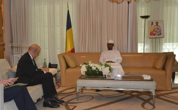 Tchad-France : le président du CMT échange avec Le Drian