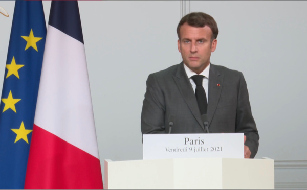 """Transitions au Tchad et au Mali : """"les situations sont différentes"""" (Macron)"""