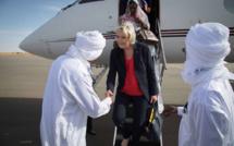 Marine Le Pen, à sa decente d'avion à Am Djarass. Crédit photo : Marine Le Pen
